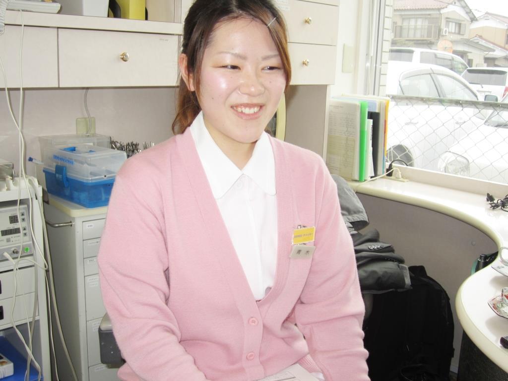 歯科医院での歯科技工士の魅力とは? 患者さんとの距離が近く、感想を直接聞く事ができ、 医師と一緒に臨床の場に立てることが魅力です。